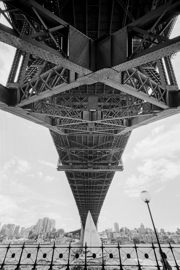 under-the-harbour-bridge-m7-tri-x-1